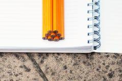 Cuaderno y lápices Foto de archivo libre de regalías