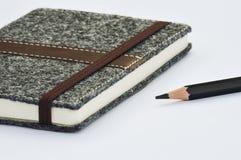 Cuaderno y lápices Fotos de archivo