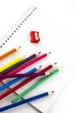 Cuaderno y lápices de la escuela verticales Foto de archivo