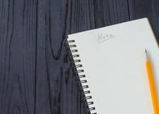 Cuaderno y lápiz Imágenes de archivo libres de regalías