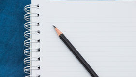 Cuaderno y lápiz imagen de archivo
