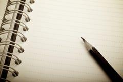 Cuaderno y lápiz en blanco Fotografía de archivo libre de regalías