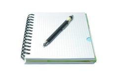 Cuaderno y lápiz mecanical del negro aislado en wh Foto de archivo