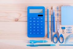 Cuaderno y materiales de oficina azules Fotografía de archivo libre de regalías