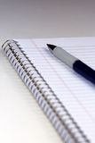 Cuaderno y pluma Imagenes de archivo