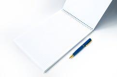 Cuaderno y pluma Fotografía de archivo
