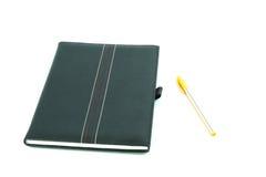 Cuaderno y pluma aislados Imagenes de archivo