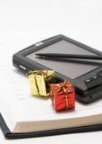Cuaderno y regalos personales imagen de archivo