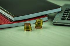 Cuadernos con una calculadora de bolsillo Fotografía de archivo libre de regalías
