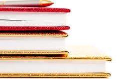 Cuadernos de oro y rojos Fotografía de archivo