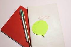 Cuadernos en un fondo rosado foto de archivo libre de regalías