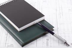 Cuadernos y una pluma Imagenes de archivo