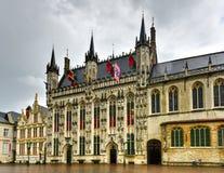 Cuadrado ayuntamiento - Brujas, Bélgica el Burg imagenes de archivo