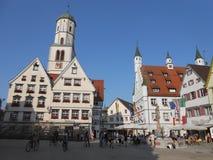 Cuadrado central con el townhall en Biberach, Alemania foto de archivo
