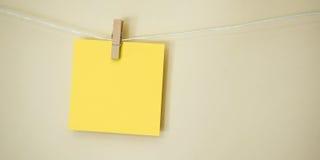 Cuadrado coloreado de la nota que cuelga 1 Fotos de archivo libres de regalías
