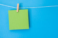 Cuadrado coloreado de la nota que cuelga 4 Imágenes de archivo libres de regalías