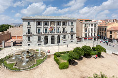 Cuadrado con una fuente i Ávila Imágenes de archivo libres de regalías