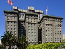 Cuadrado de Álamo en San Francisco abajo de la ciudad imagenes de archivo