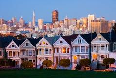 Cuadrado de Álamo en San Francisco en la noche Foto de archivo libre de regalías