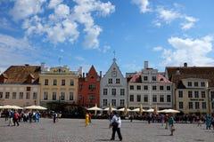 Cuadrado de ayuntamiento en Tallinn, Estonia Foto de archivo
