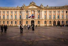 Cuadrado de Capitole y ayuntamiento toulouse francia Fotos de archivo