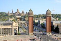 Cuadrado de España con las torres venecianas y del Museo Nacional del arte en Barcelona, España Imagenes de archivo
