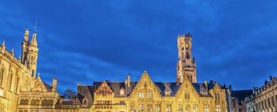 Cuadrado de Grote Markt en la ciudad medieval hermosa Brujas imagenes de archivo