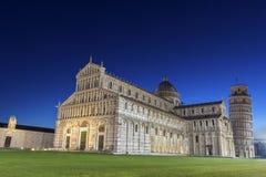 Cuadrado de la catedral de Pisa con la torre de Pisa y de la catedral Imagenes de archivo