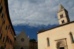 Cuadrado de la catedral de Visso Imágenes de archivo libres de regalías