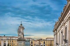 Cuadrado de la Ciudad del Vaticano en el tiempo crepuscular Imagen de archivo libre de regalías