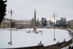 Cuadrado de la gente - Piazza del Popolo bajo nieve Fotos de archivo libres de regalías