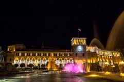 Cuadrado de la república en la noche en Ereván, Armenia Imagenes de archivo