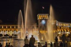 Cuadrado de la república en la noche en Ereván, Armenia Imagen de archivo libre de regalías