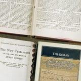 Cuadrado de las fes de los libros sagrados tres Imágenes de archivo libres de regalías