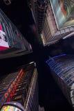 Cuadrado de los edificios a tiempo Foto de archivo