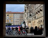 Cuadrado de Marienplatz en Munich Alemania Fotografía de archivo