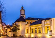 Cuadrado de Marktplatz con la iglesia de St John en Feldkirch Foto de archivo
