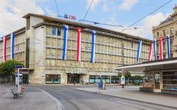 Cuadrado de Paradeplatz en Zurich en el día nacional suizo Imagen de archivo