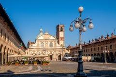 Cuadrado de Reinassance Ducale en Vigevano, cerca de Milán, Italia Imágenes de archivo libres de regalías