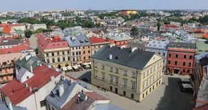 Cuadrado de Rynek en la ciudad vieja de Lublin, Polonia almacen de metraje de vídeo