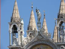 Cuadrado de San Marco con el campanil y la basílica de San Marco La plaza principal de la ciudad vieja Venecia, Véneto Italia fotografía de archivo libre de regalías