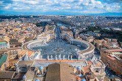 Cuadrado de San Pedro en la Ciudad del Vaticano del top del tejado Imagen de archivo