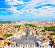 Cuadrado de San Pedro famoso en Vatican y la vista aérea de la ciudad Foto de archivo libre de regalías