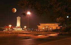 Cuadrado de Tian-An-Men y eclipse de la luna Imagen de archivo libre de regalías