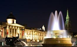 Cuadrado de Trafalgar en la noche Imagen de archivo libre de regalías