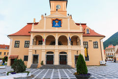 Cuadrado del consejo el 15 de julio de 2014 en Brasov, Rumania Imagenes de archivo