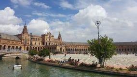 Cuadrado del palacio de Sevilla Cielo brillante fotos de archivo libres de regalías