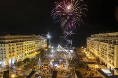 Cuadrado del ` s de Aristóteles en Salónica durante celebraciones del Año Nuevo Imagen de archivo