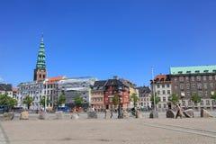 Cuadrado delante del palacio de Christiansborg en Copenhague Imagenes de archivo
