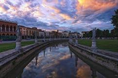 Cuadrado en la puesta del sol, Padua, Italia de Valle del della de Prato foto de archivo libre de regalías